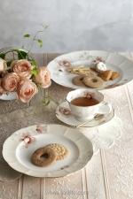 En Fleure 餐具上的粉紅玫瑰描繪精緻,以婉約的姿態呈現眼前,令人一見傾心。傳統典雅的美,必定能讓您的下午茶時光更添高雅。  電話:2521 8626 地址:中環都爹利街11號律敦治中心109及112店