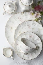 Pastel Garden 系列為復刻版,特點是淺粉色系的嬌美花朵,這個圖案於日本非常盛行;餐碟、茶杯上佈滿一朵朵盛開的鮮花,令人不禁駐足欣賞。  電話:2521 8626 地址:中環都爹利街11號律敦治中心109及112店